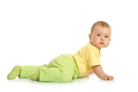 creeping: Creeping piccolo bambino isolato su sfondo bianco