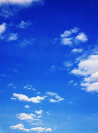 Troebel blauwe hemel