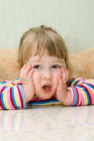 ridicolo: Ridicolo pensare la bambina a casa  Archivio Fotografico