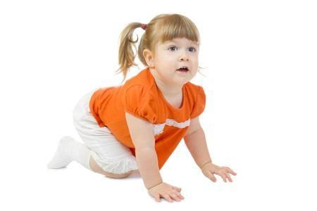creeping: Bambina strisciante isolata on white