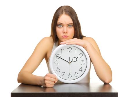 woman clock: Chica joven enojado con relojes aislados