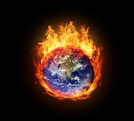 calentamiento global: Burning globo terr�queo (oeste hemisferio) - versi�n con (los elementos proporcionados por la NASA) que brillan intensamente Foto de archivo