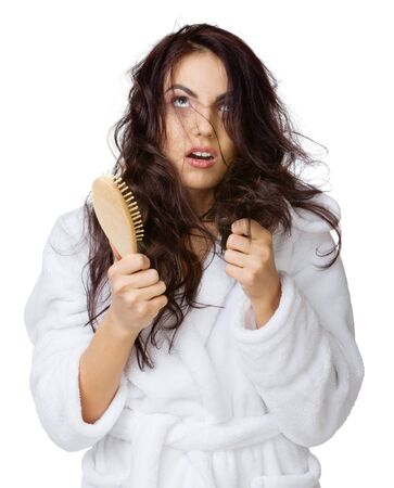 Contrarié fille avec haircomb isolé