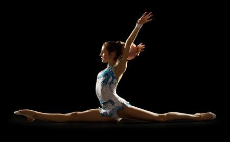 Meisje belast geïsoleerde kunst gymnastiek Stockfoto
