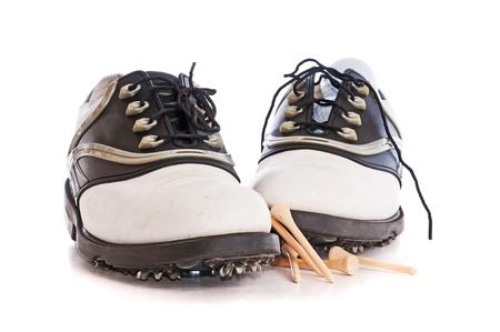 Women s shoes: Đôi giày nữ golf với tees và golfballs trên nền trắng.