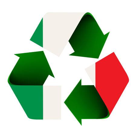 リサイクル シンボルに重ね合わせられるイタリアの旗。白い背景で隔離されました。