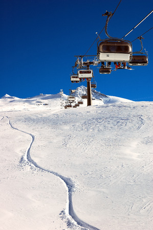 T�l�si�ge et aux pistes de ski, en haute montagne, hiver, domaine skiable, Zermatt; suisse.  Banque d'images - 1685606