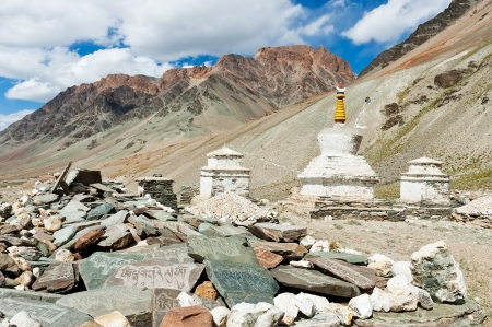 mani: Tibetan stupas and mani stones  Zanskar valley, Ladakh, India  Stock Photo
