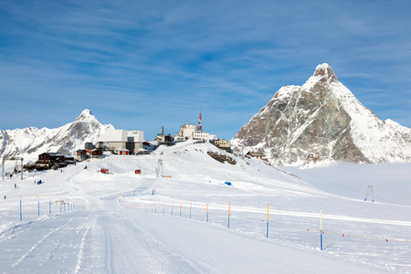 aosta: Plateau Rosa in Cervinia ski resort: the highest skiable slope in Italy (3480 mt). In background the Matterhorn. Cervinia, Valle d