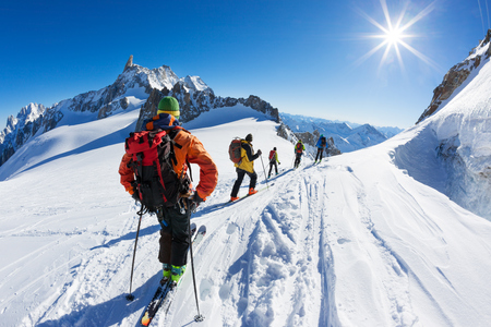 blanche: A group of skiers start the descent of Vallée Blanche, the most famous offpist run in the Alps: 25 Km long, Vallée Blanche descent links Italy and France through the �??mer de Glace�?? glacier in the Mont Blanc Massif. Chamonix, France, Europe.