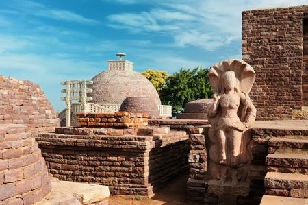 bhopal: Antiguo Stupa budista en Sanchi, Madhya Pradesh, India.