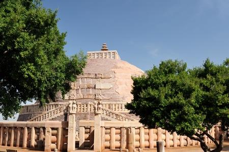 bhopal: Stupa antiguo en Sanchi, Madhya Pradesh, India. Stupa nr 1, Gran Stupa, no ver la puerta sur
