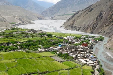 Annapurna Trek cirkut. Die schönsten Trekking auf dem Himalaya-Gebirge. Blick auf das Dorf Kagbeni Standard-Bild - 12099459
