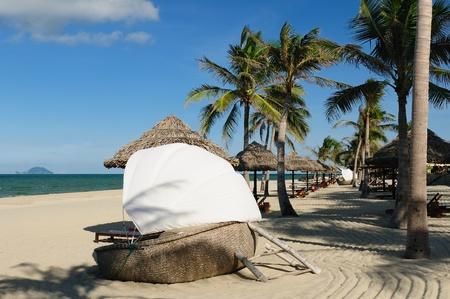 Tropical China Strand mit Kokospalmen in der Nähe von Hoi An, Vietnam Standard-Bild - 12098870