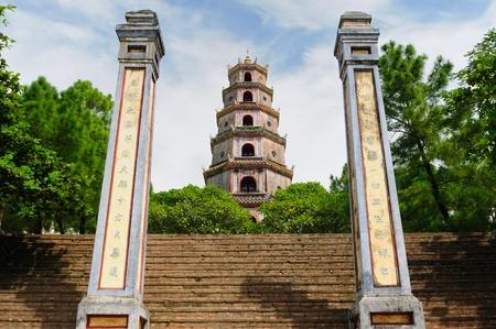 Thien Mu Pagode in der Nähe der Stadt Hue, Vietnam Standard-Bild - 12098933