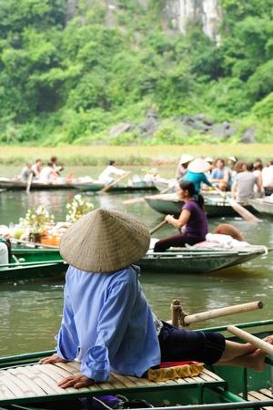 Tam Coc Nationalparkverwaltung, Karst-Bildung im Wasser, spektakulärsten Landschaften in Vietnam Standard-Bild - 12098623