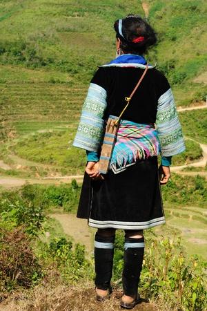 ベトナム - 米有って見て黒もん族の女性