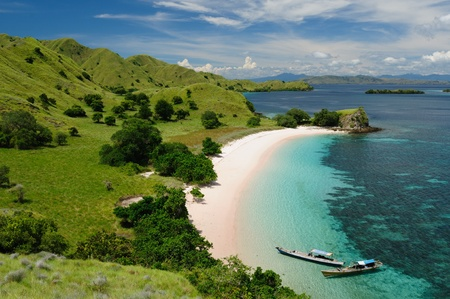 komodo island: Komodo National Park - isladnds paradise for diving and exploring. The most populat tourist destination in Indonesia, Nusa tenggara.