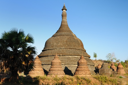 Mrauk U (small Bagan) the ancient Rakhaing capital.Once in Mrauk U,its 150 or so temples stand atop,under and between rounded hillocks.   paya Stock Photo - 13001021
