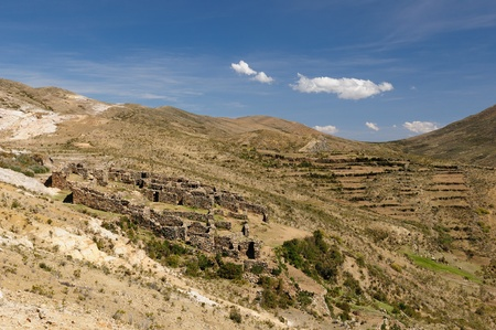 Bolivia � Inca prehistoric ruins on the Isla del Sol, on the Titicaca lake, the largest highaltitude lake in the world (3808m) This photo present Chincana labyrinth complex in the north. Stock Photo - 13002082