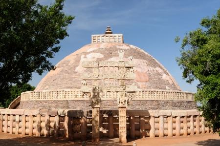 sanchi: Great Buddhist Stupa in Sanchi, Madhya Pradesh, India  Stock Photo