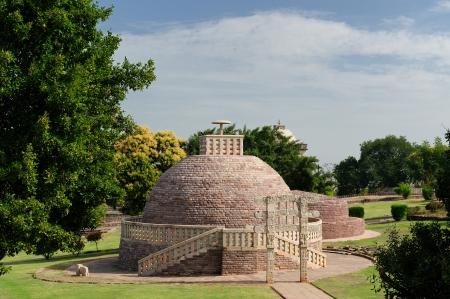 madhya pradesh: Buddhist Stupa in Sanchi, Madhya Pradesh, India  Stock Photo