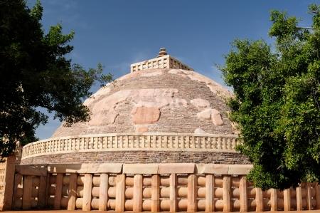 buddhist stupa: Gran Stupa budista en Sanchi, Madhya Pradesh, India