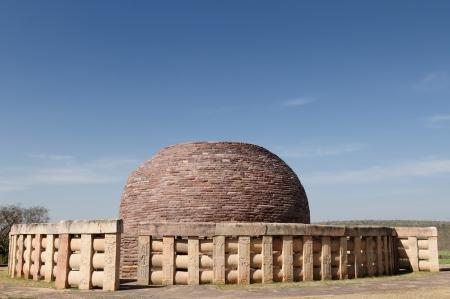 sanchi: Buddhist Stupa in Sanchi, Madhya Pradesh, India  Stock Photo