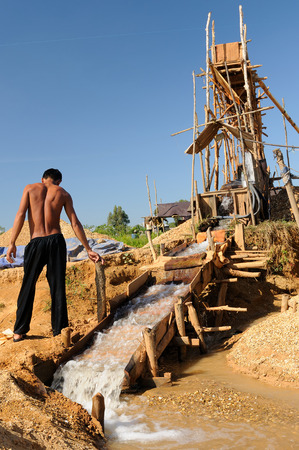lavage: Golddigger gold and diamonds with traditional method on an island of Borneo in Indonesia. In the background one can see devices for the lavage of mining Cempaka