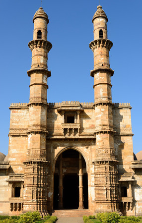 jama masjid: Champaner - Pavagadh Archaeological Park is a historical city in the state of Gujarat. Jama Masjid mosque.