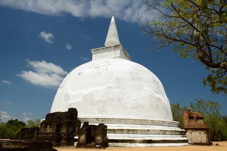 vihara: Polonnaruwa ruin was the second capital of Sri Lanka after the destruction of Polonnaruwa. The photograph is presenting   Kiri Vihara Buddhist Stupa. Sri Lanka