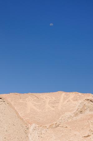 dominacion: Petroglifos de Toro Muerto en Per�, m�s de 5000 tales petroglifos del desierto Aunque los orgins culturales de este sitio se desconoce la fecha, la mayor�a arque�logo con el per�odo de la dominaci�n Wari Foto de archivo
