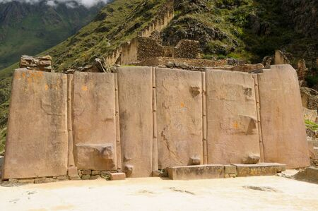 strategically: Peru, Ollantaytambo - incan fortress strategically situated in the north part for Sacred Valley in Peru. Ollantaytambo is one of best kept Inca settlements.The most well-known building is never finished Sun Temple, Gigant Stone Stock Photo