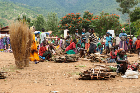 indigent: JINKA, ETHIOPIA - JULY 25: Local Ethiopian people being a market trader in the Jinka town in the Omo valley in Ethiopia, Jinka in July 25, 2013 Editorial