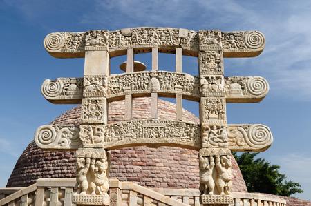 madhya: Ancient Stupa in Sanchi, Madhya Pradesh, India.