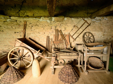 campesino: Romanian traditional objects of peasant for the work in the field and homestead, Romania, Transylvania Foto de archivo