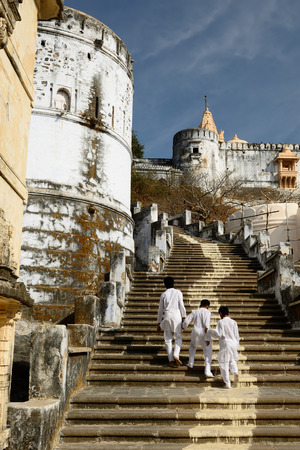 rajhastan: Pilgrims on the holy Palitana top in the Gujarat state in India Stock Photo