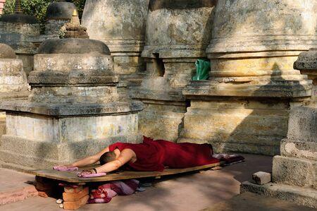 Buddhistic monk prayer. Mahabodhy Temple in Bodhgaya, Bihar, India Stock Photo
