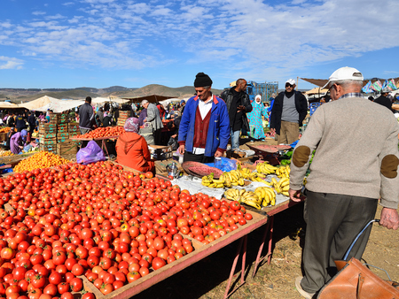 AZILAL, MOROCCO - 01 DECEMBER 2015: Provincial market in the central part of Morocco in the Azilal small town Standard-Bild - 103886247