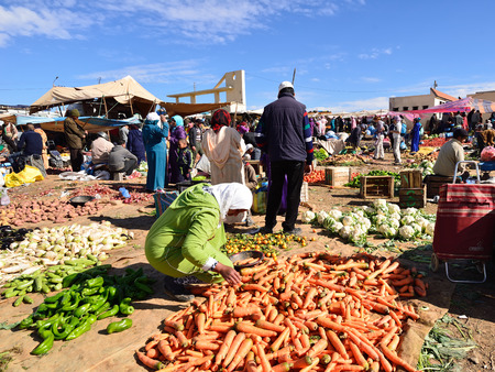 AZILAL, MOROCCO - 01 DECEMBER 2015: Provincial market in the central part of Morocco in the Azilal small town Standard-Bild - 103886251