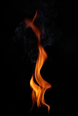 amarillo y negro: Llamas de fuego sobre un fondo negro Foto de archivo