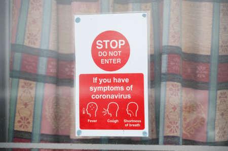 Stop do not enter if have covid-19 symptoms sign Banco de Imagens