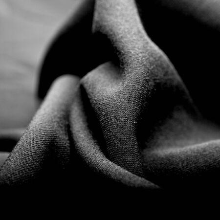 tela seda: una tela arrugada seda negro Foto de archivo