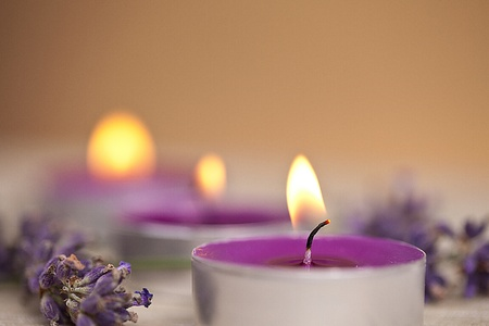 candel with flamme with lavender Stock Photo - 12508347