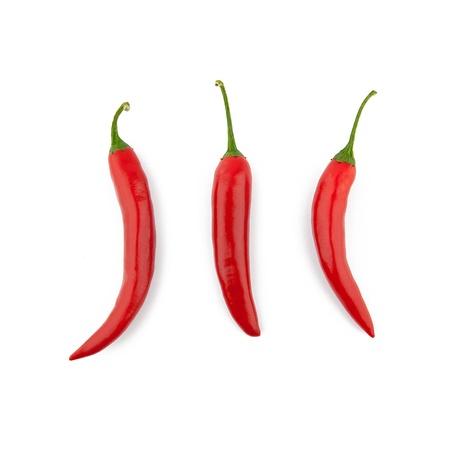 pimientos: Pimientos rojos picantes en el fondo blanco