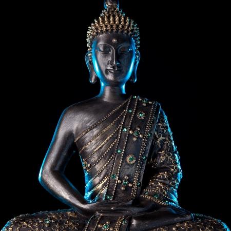 moine: Statue de Bouddha avec la lueur bleue Banque d'images
