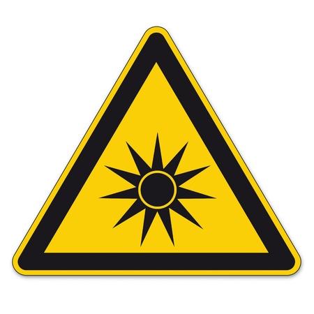 radiacion: Las señales de seguridad señal de advertencia triángulo vector pictograma BGV A8 Icono de radiación óptica