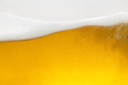 ビール beerfoam ビアグラス ゴールド クラウン泡波オクトーバーフェスト アルコール醸造所レストラン pils の泡します。 写真素材