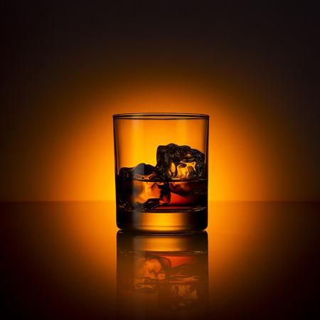 Whisky glas drank bourbon ijs rotsen schotland alcoholische geest Tennessee Stockfoto - 26712506