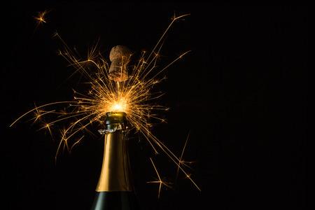 botella champagne: botella de champán con chispitas